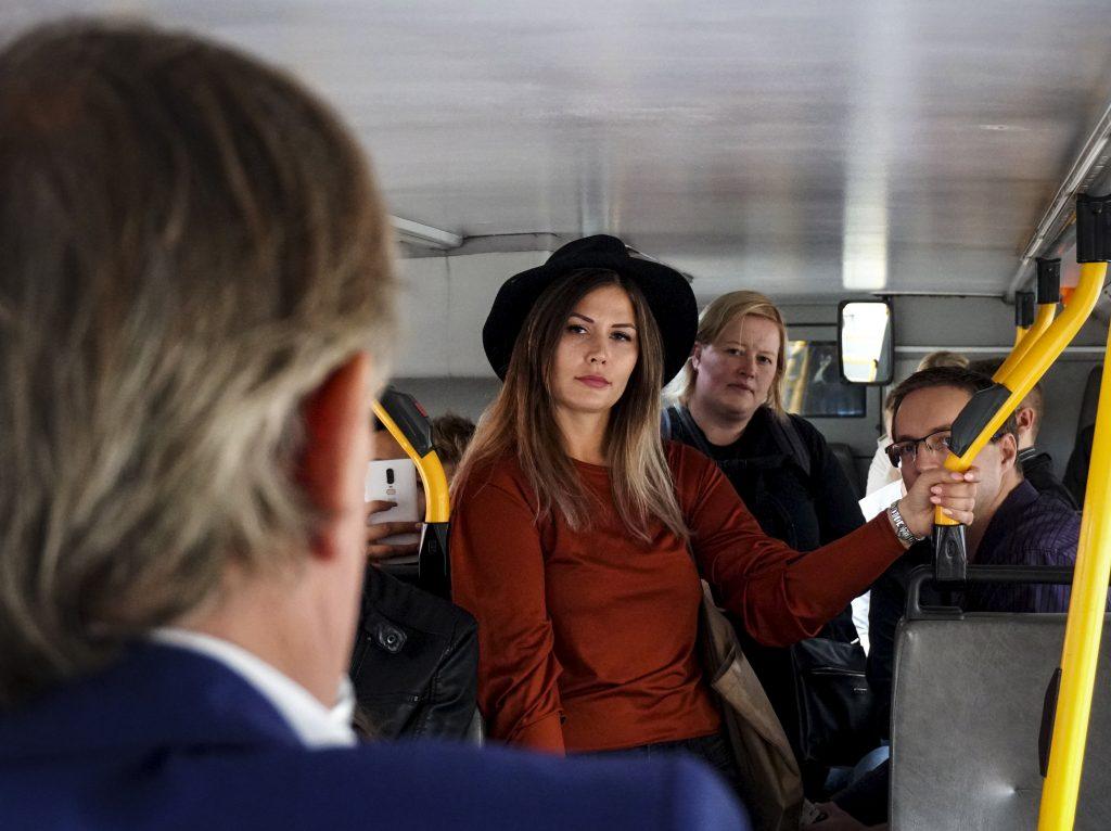 Yrittäjyysbussissa matkannut, itsekin yrittäjänä työskentelevä Ilona Huovinen muutti Helsingistä Ouluun tekemään maisteriohjelmaa.