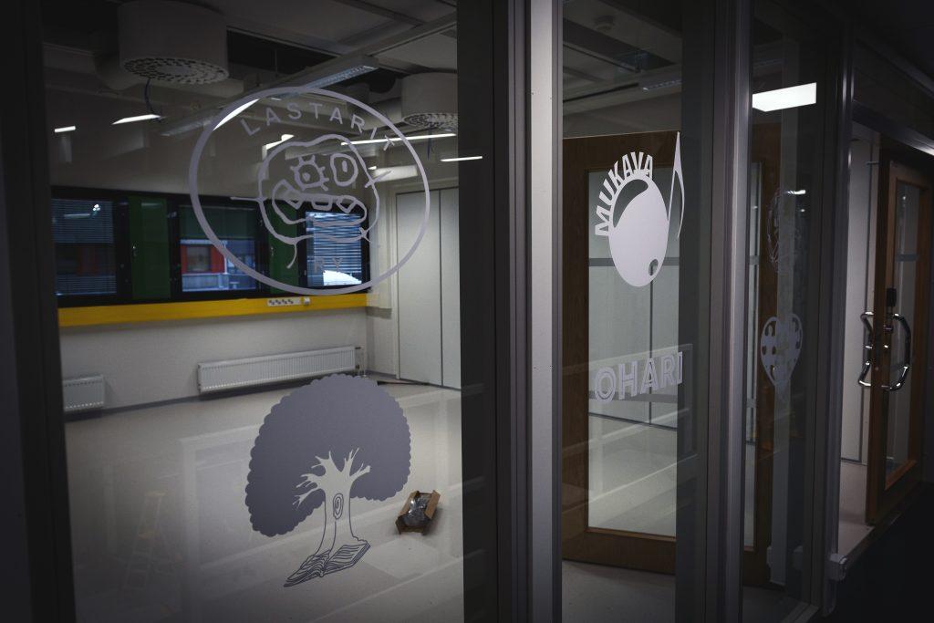 """Opiskelijajärjestöjen kiltatilat ja OLO ry:n kahvila OLOhuone sijaitsevat kasvatustieteiden uusissa tiloissa """"sydämeksi"""" nimetyn tilan yhteydessä."""