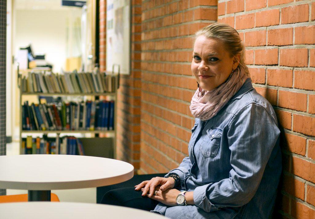 Liiketaloutta opiskelevan Mari Halonen odottaa Linnanmaalle siirtymisessä eniten yhteistyötä kauppakorkeakoulun kanssa. Hänen mielestään tärkeintä on muistaa tiedottaa muuton vaiheista opiskelijoille tarpeeksi näkyvästi ja ajoissa.