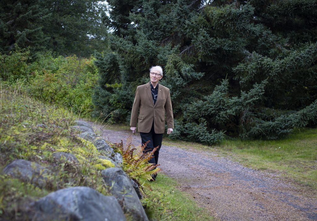 Matti Kauppi eläköityi yliassistentin virasta vuonna 2000. Oulun yliopisto antoi Kaupille oikeastaan kaiken: vaimon, tutkinnon, työn, ison osan ystävistä ja tuttavista, suunnan elämälle.