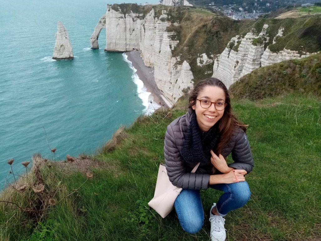 Rouen'ssa kauppatieteitä opiskeleva ranskalainen Margot sanoo Ranskassa opiskelijan valinnanvapauden rajoittuvan maisterin loppuvaiheen erikoistumisalan valintaan ja siihen, minä opintovuonna tekee opintoihin kuuluvan työharjoittelun.